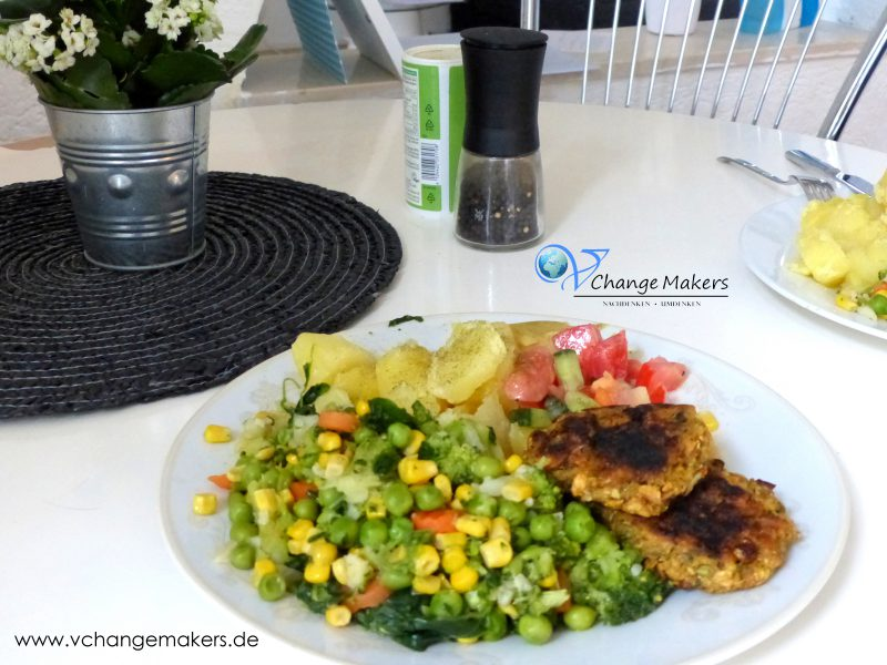 Mittagsinspiration: Gemüse Allerlei mit Kartoffeln, Salat und Bratlingen