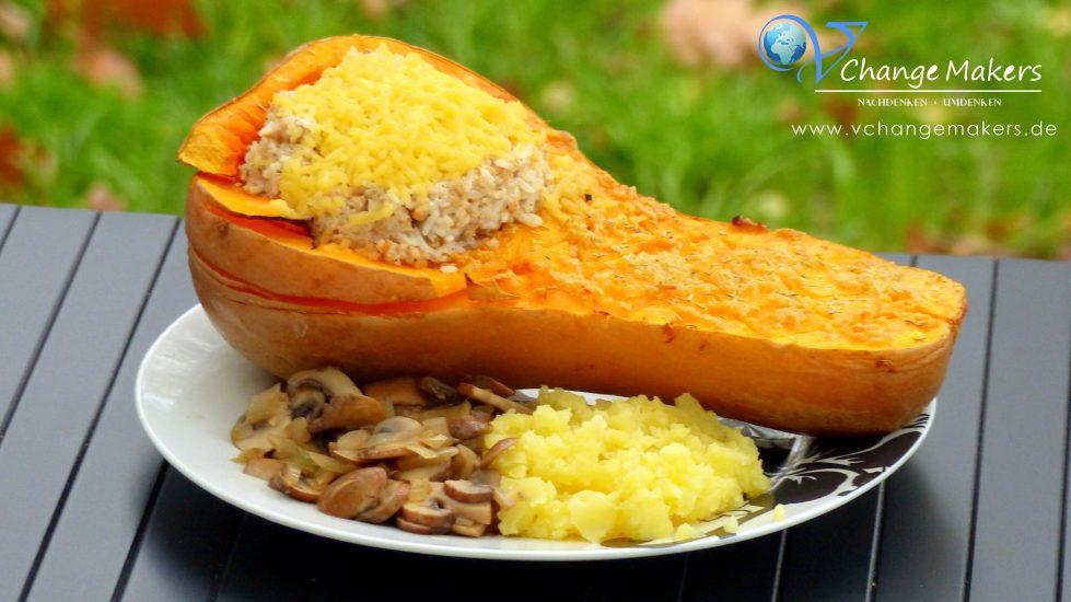 Tolles Butternut Kürbis Rezept mit viel Knoblauch und der leckersten Füllung. Reis, P-Meat und Creme Vega von Dr. Oekter. Überbacken mit Schmelzgenuss von Simply V. Herbstzeit ist Kürbiszeit! Jetzt auf www.vchangemakers.de