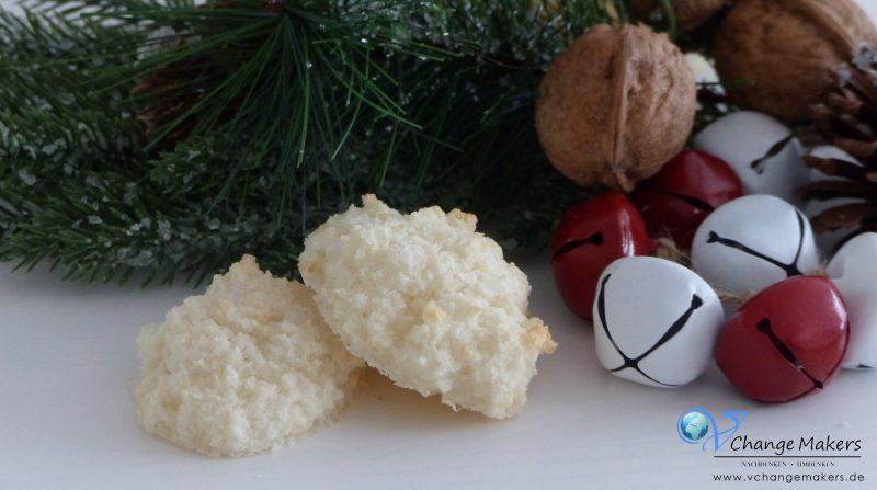 3 einfache Rezepte für vegane Weihnachtsplätzchen: Vegane Vanillegipferl, Aussstechplätzchen und unschlagbar leckere Kokosmakronen/Kokosflocken