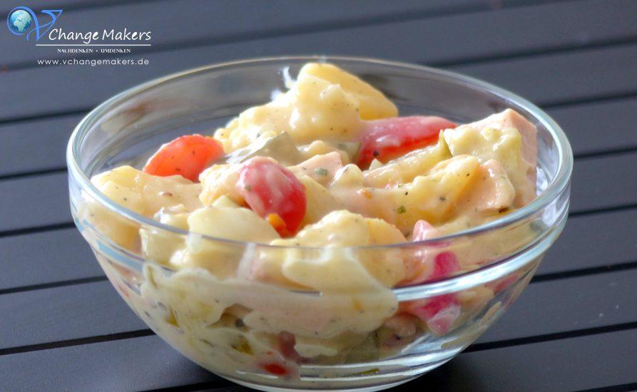 Klassischer veganer Kartoffelsalat mit Mayo! Mit Gelinggarantie! Ideal für Geburtstage, Partys und Co. Schnell in großen Mengen zuzubereiten.
