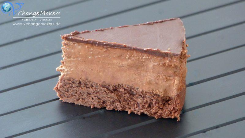Rezept für eine unfassbar grandiose vegane Mousse au Chocolat Torte! Ganz simpel zubereitet und für alle Schokoliebhaber ein MUSS!