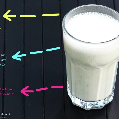 Rezept für selbst gemachte Hanfsamenmilch mit nur zwei Zutaten in 15 Sekunden. Weißes Powergetränk! Gesund, günstig und schnell gemacht. Beste Milchalternative! Optimales Verhältnis von Omega 6 zu Omega 3. Perfekt für Sportler und gesundheitsbewusste Menschen!