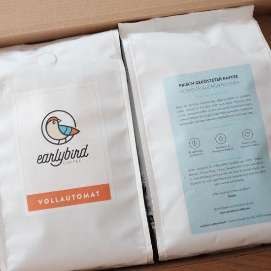 Der Kaffeemarkt ist hart umgekämpft. Der Preis für 1kg Kaffee wird immens gedrückt. Erfahre, warum Fairtrade Kaffee so wichtig ist und wie das Stuttgarter Startup earlybird coffee den Kaffeemarkt besser machen will. Fairtrade Kaffee von glücklichen Bohnen von earlybird coffee + Interview mit Emanuel + Gewinnspiel