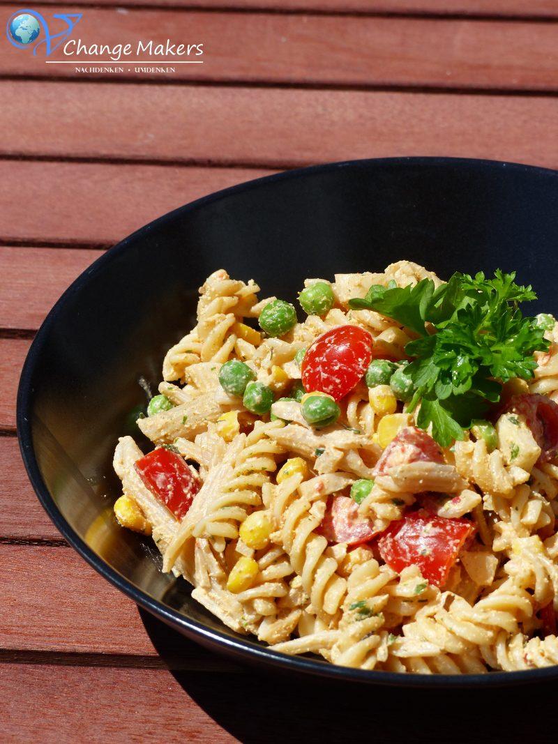 """Grillen geht auch problemlos vegan. 5 einfache Rezeptideen, die immer wieder erweitert werden. Kartoffelsalat, Kräuterbutter, Nudelsalat, perfektes Grill""""fleisch"""", Getränke und Snacks. Das nächste Grillen kann kommen!"""