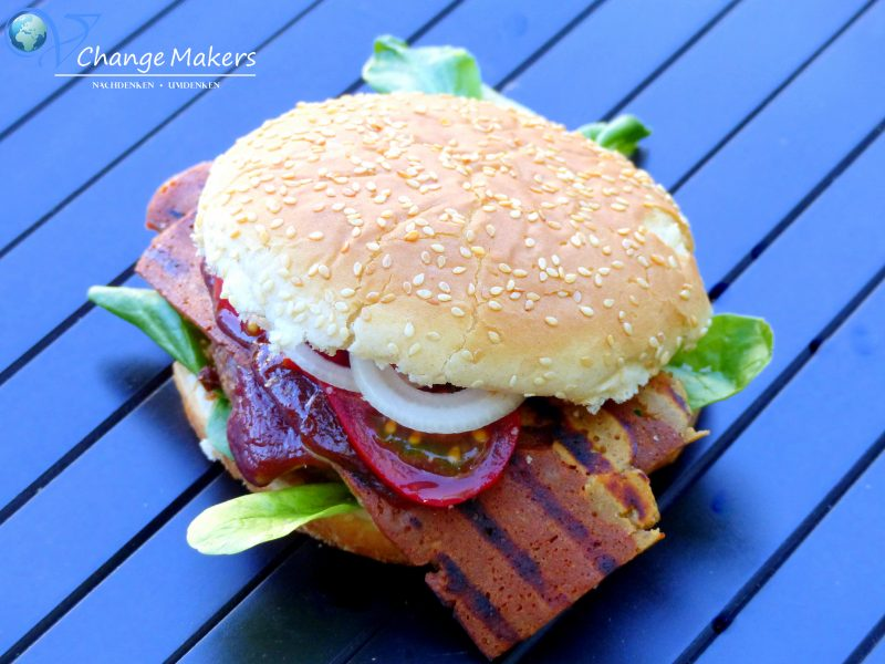 Rezept: Vegan Bacon Burger – Moodley Manor Badass Strips