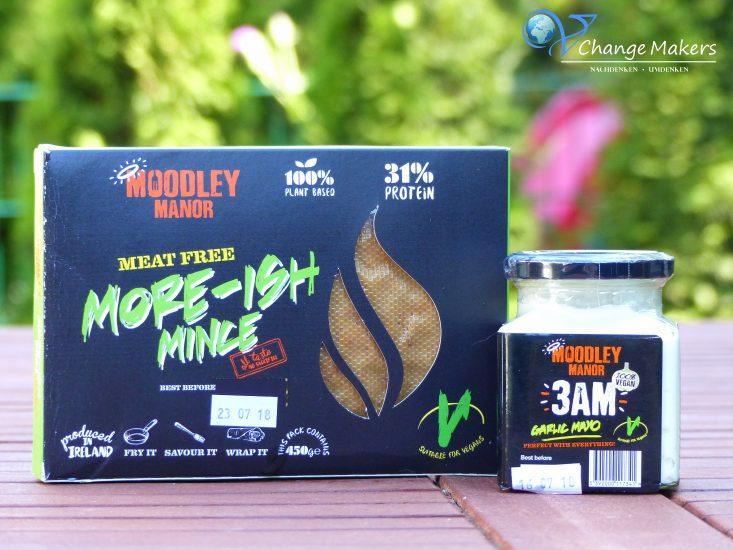 Ideales veganes Rezept für warme Sommertage! Vegane Kartoffel Hack Wraps mit More-ish Mince von Moodley Manor - eine Hack ähnliche vegane Fleischalternative, die vielseitig verwendbar ist!