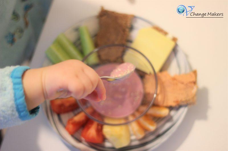 Vegane Kinderküche: Bunter veganer Frühstücksteller für Kinder