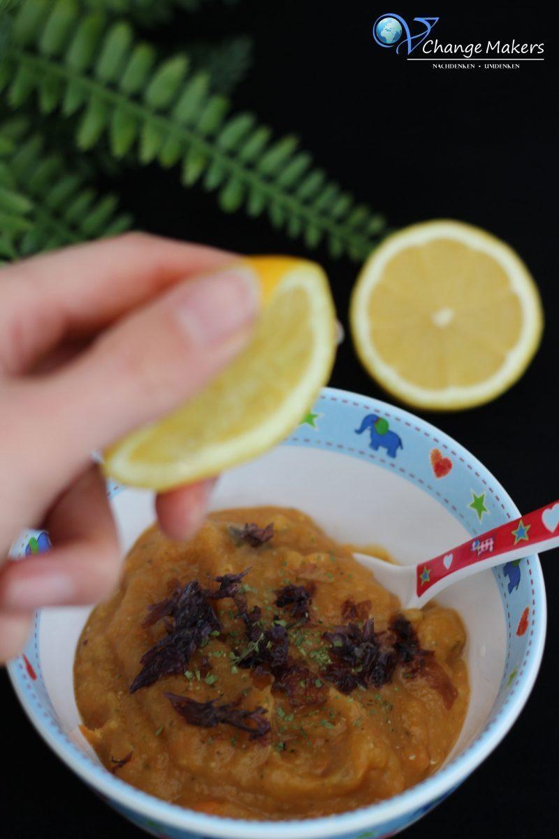 Rezept für vegane Linsensuppe, die ideal für die vegane Kinderküche ist. Sie ist eisenhaltig und mit Zugabe von Vitamin C kann dieses ideal aufgenommen werden