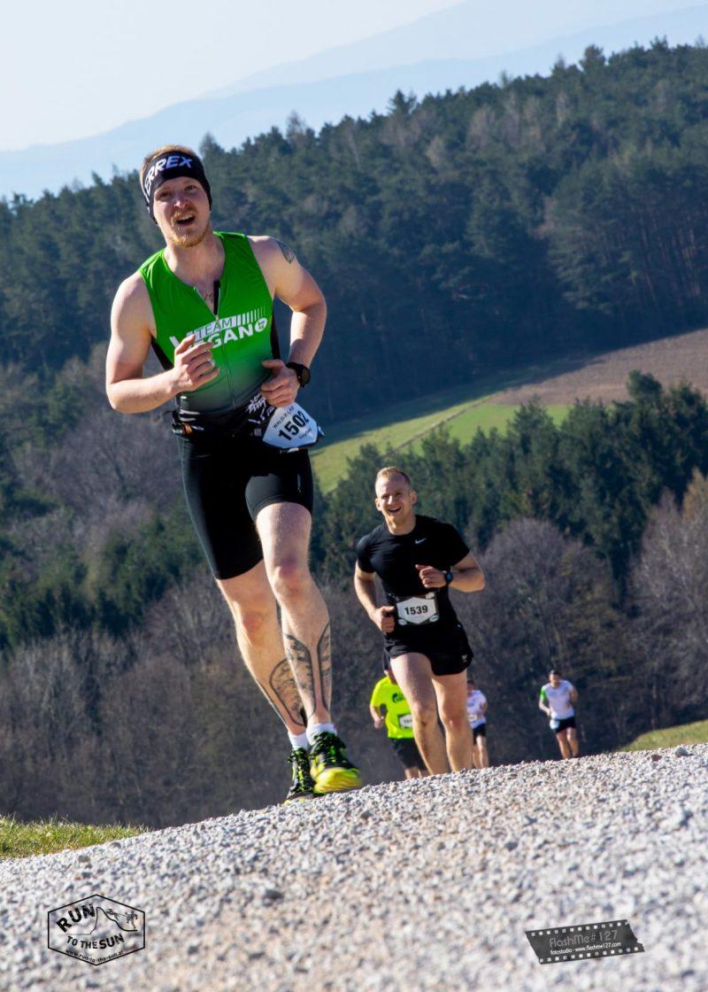 Der vegane Rugbyspieler und Ultraläufer Thorben überzeugt durch seine sportlichen Höchstleisungen jeden Kritiker. Erfahre mehr von seinen Tipps!