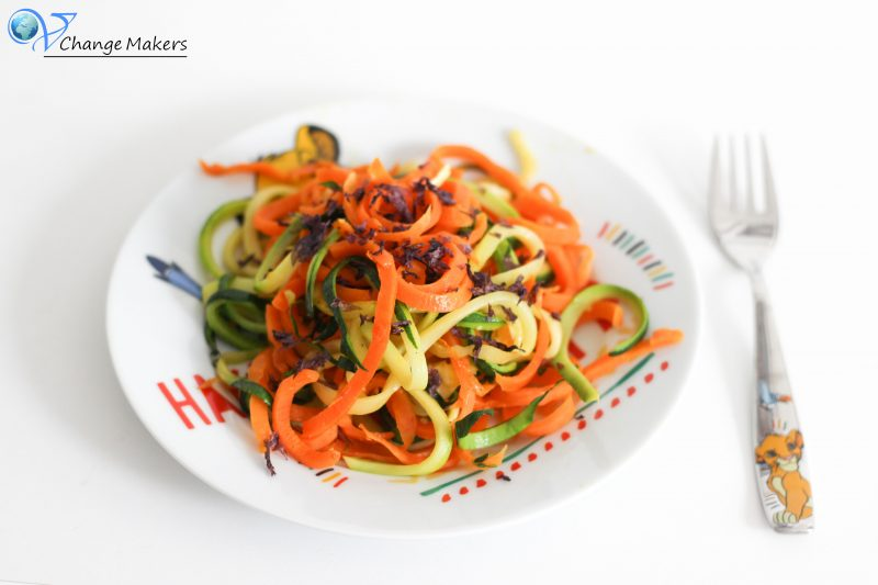Vegane Kinderküche: Gemüsespaghetti mit Noriflocken