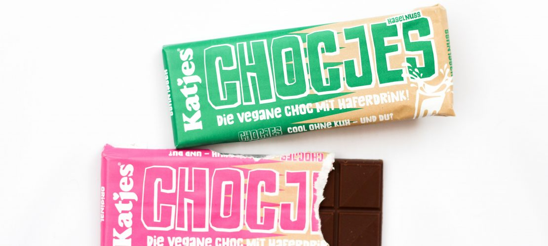 Katjes hat seit kurzem zwei vegane Schokoladensorten auf den Markt gebracht - Chocjes! Knaller Alternative für Milchschokolade auf Basis von Hafermilch! TOP