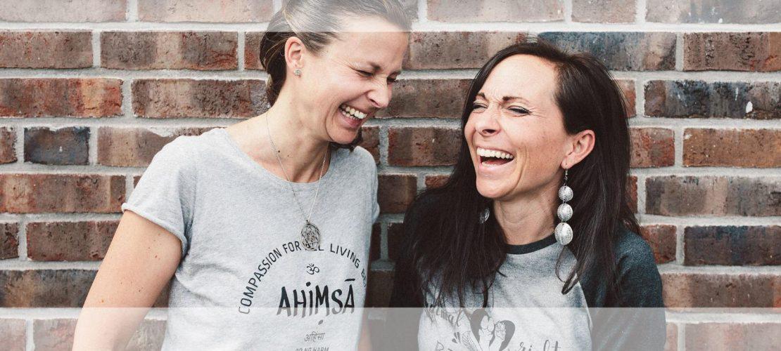 Werde dir in deiner veganen Ernärhung so richtig sicher und starte perfekt informiert das neue Jahr! Gruppencoaching von Carmen Hercegfi und Anna Maynert