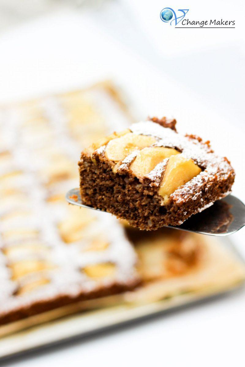 Rezept Blechkuchen: Mandel-Grieß-Apfelkuchen – saftig und wenig Zucker
