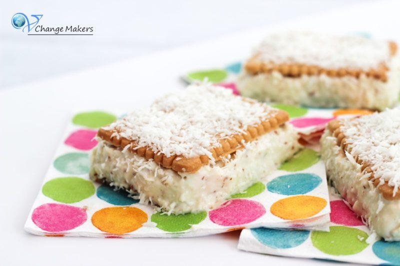 Handliche vegane Kokostörtchen, die ohne Teller und Besteck verzehrt werden können. Leckeres sommerliches Rezept ohne tierische Produkte!