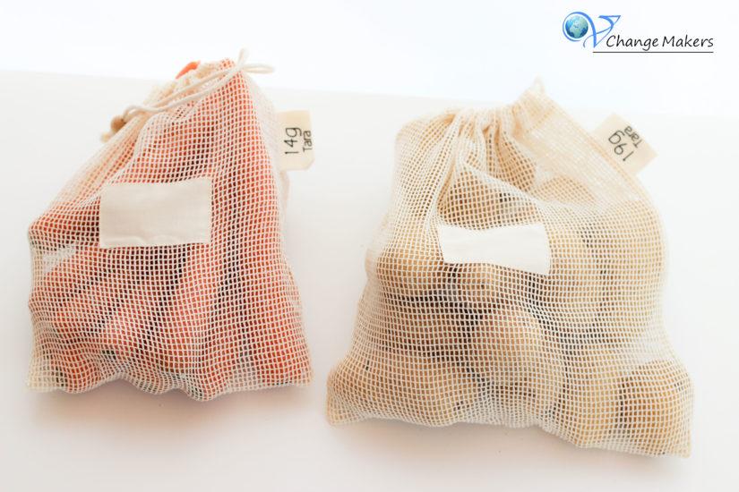 Obst- und Gemüsenetze aus Bio Baumwolle von pandoo haben einen wahsinnig großen Vorteil gegenüber Plastikbeuteln und konventioneller Baumwolle.