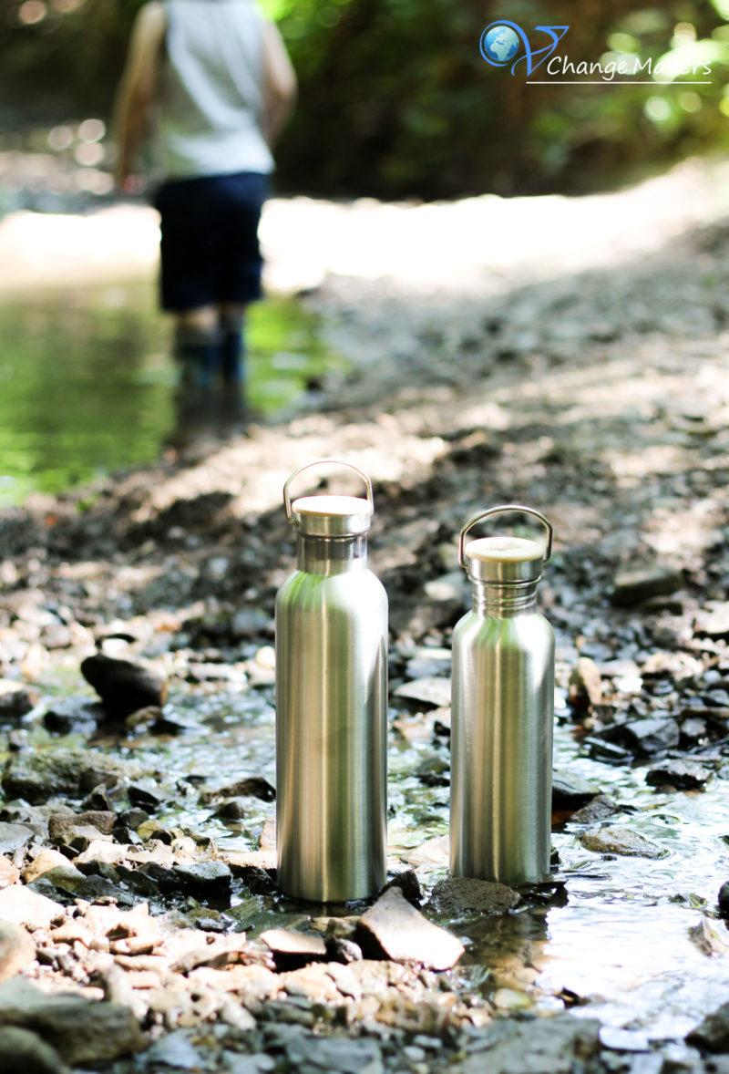 Erfahre, warum Edelstahl Trinkflaschen dein bester nachhaltiger Begleiter sind und weshalb vor allem die Trinkflaschen von pandoo optimal sind