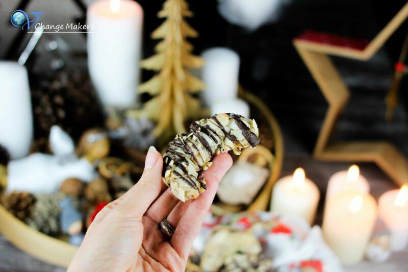 Himmlisch leckere vegane Weihnachtsplätzchen. Ganz einfache Zubereitung ohne extravegante Zutaten. Igel Plätzchen, Mandelhörnchen, Spiral Kekse