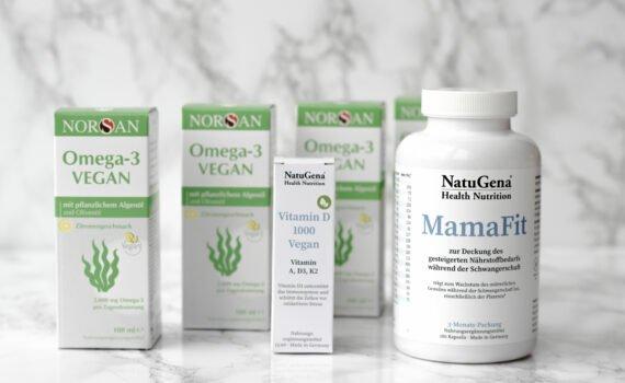 Sicher versorgt durch die vegane Schwangerschaft und Stillzeit mit der Norsan Kombi Box. Sparvorteil von über 43 Euro! Algenöl, Vitamin D, Mama Fit